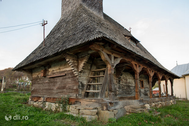 biserica-de-lemn-din-creaca-judetul-salaj.jpg