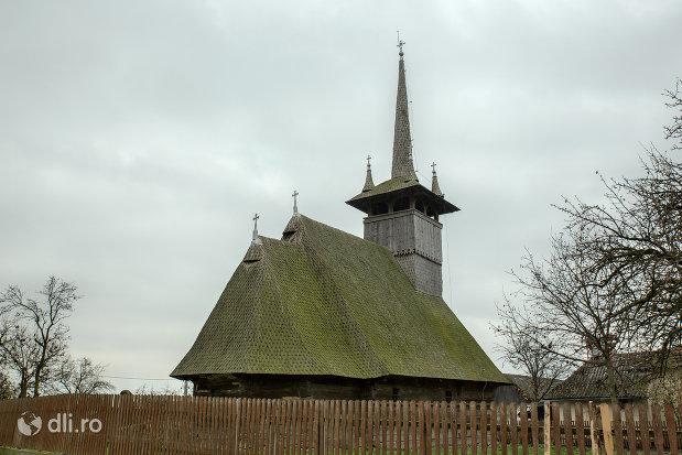 biserica-de-lemn-din-dersida-judetul-salaj-vedere-din-spate.jpg
