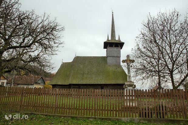 biserica-de-lemn-din-dersida-judetul-salaj.jpg