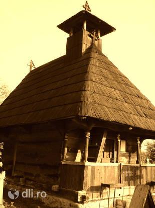 biserica-de-lemn-din-hobita.jpg