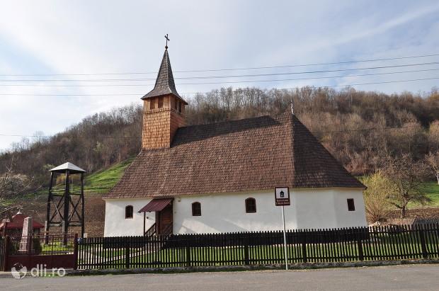 biserica-de-lemn-din-rosia-noua.jpg
