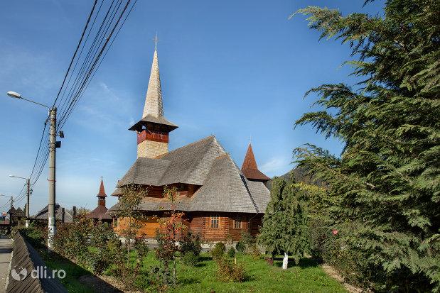 biserica-de-lemn-ortodoxa-din-baia-sprie-judetul-maramures-vedere-laterala.jpg