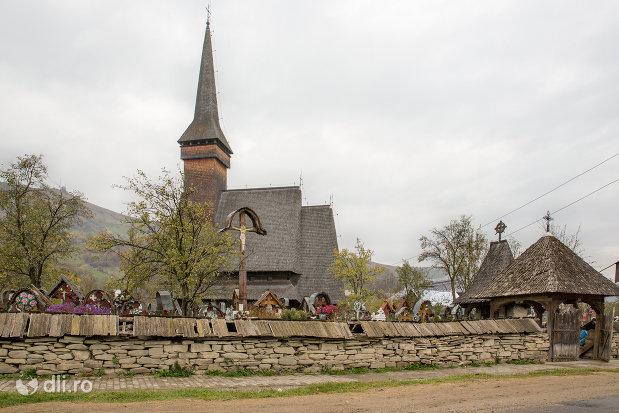 biserica-de-lemn-ses-din-ieud-judetul-satu-mare-vedere-din-lateral.jpg