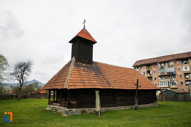 biserica-de-lemn-sf-arhangheli-biserica-sanonilor-din-petrosani-judetul-hunedoara.jpg