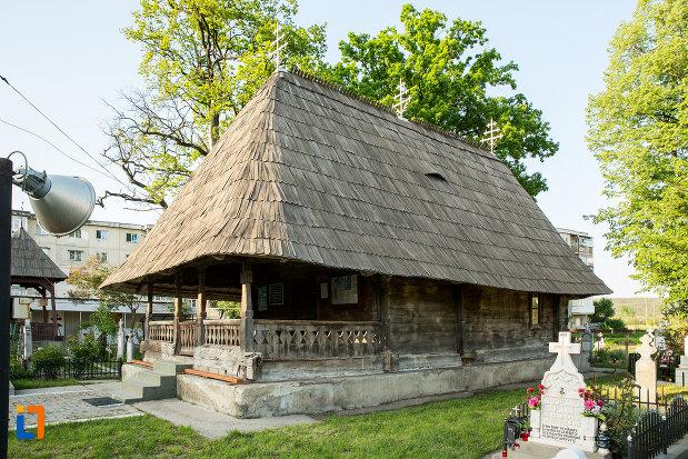 biserica-de-lemn-sf-ioan-botezatoru-din-rovinari-judetul-gorj-vazuta-din-lateral.jpg