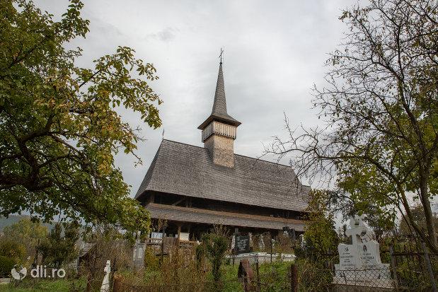 biserica-de-lemn-sf-nicolae-din-salistea-de-sus-judetul-maramures-vedere-din-lateral.jpg