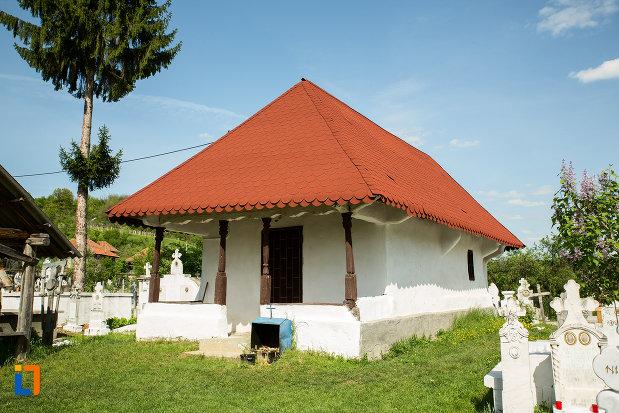biserica-de-lemn-sf-nicolae-stefanesti-din-targu-carbunesti-judetul-gorj.jpg