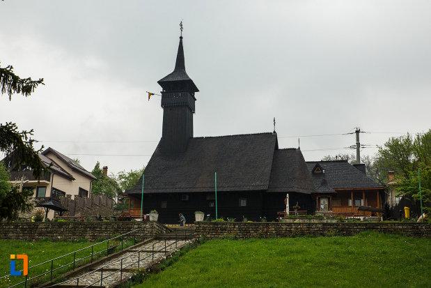 biserica-de-lemn-sf-pantelimon-din-baile-olanesti-judetul-valcea.jpg
