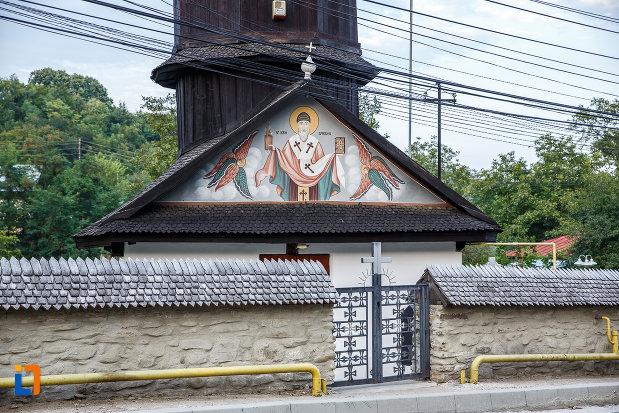 biserica-de-lemn-sf-spiridon-din-valenii-de-munte-judetul-prahova.jpg