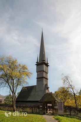 biserica-de-lemn-sfintii-arhangheli-mihail-si-gavril-din-surdesti-judetul-maramures.jpg