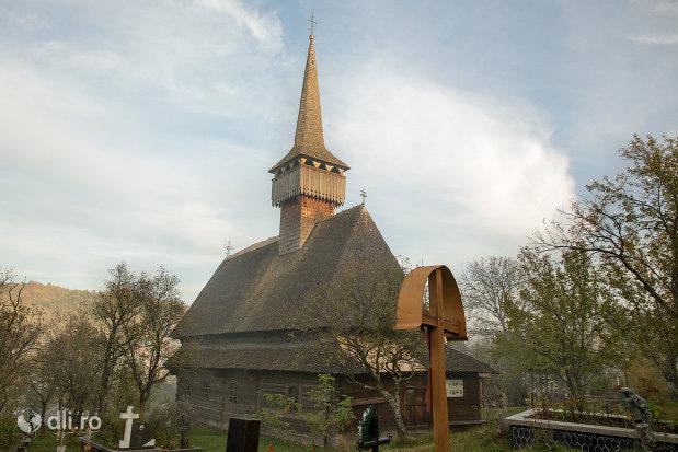 biserica-de-lemn-st-nicolae-susani-din-budesti-judetul-maramures.jpg