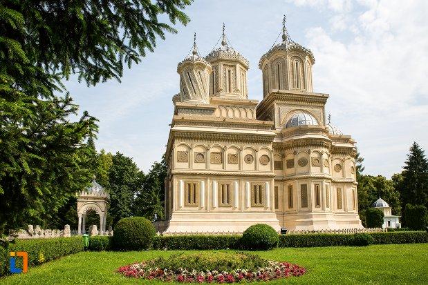 biserica-din-ansamblul-manastirea-argesului-din-curtea-de-arges-judetul-arges.jpg