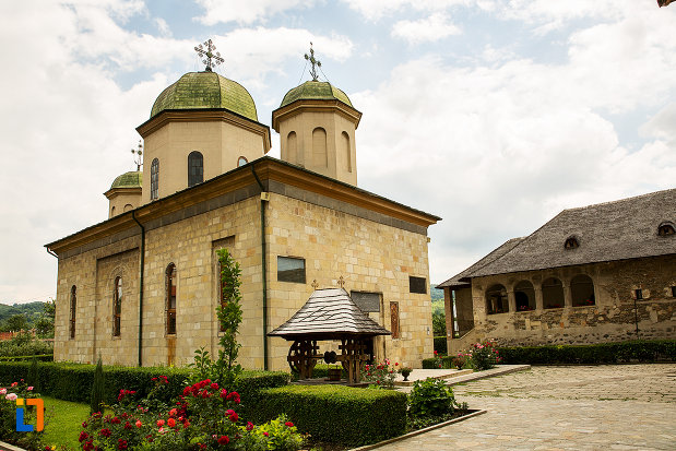 biserica-din-ansamblul-manastirea-negru-voda-din-campulung-muscel-judetul-arges.jpg