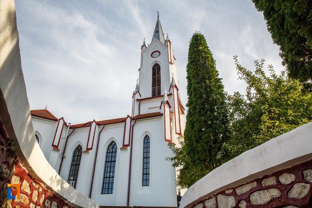 biserica-din-brata-sf-ioan-botezatorul-din-saliste-judetul-sibiu-din-lateral.jpg
