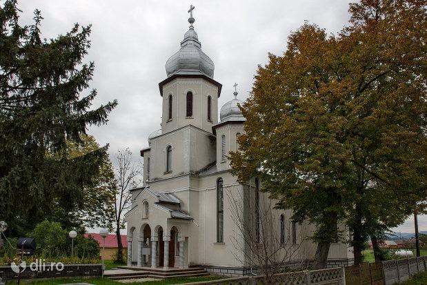 biserica-din-coltirea-judetul-maramures-vedere-din-lateral.jpg