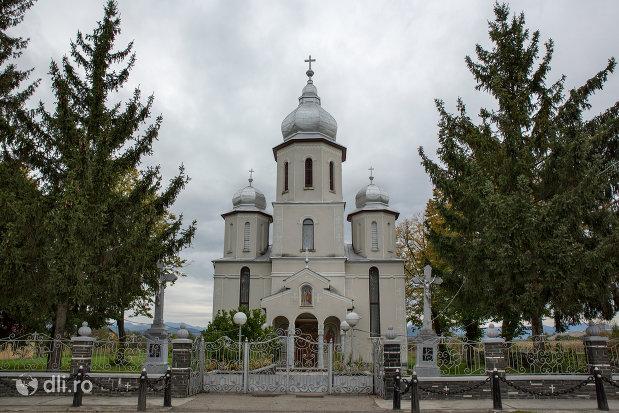 biserica-din-coltirea-judetul-maramures.jpg