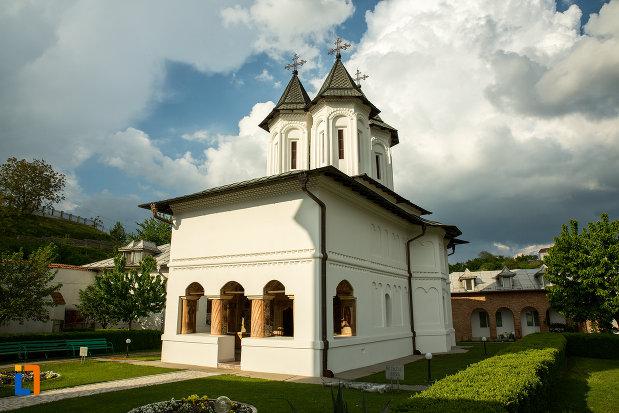 biserica-din-manastirea-clocociov-din-slatina-judetul-olt.jpg