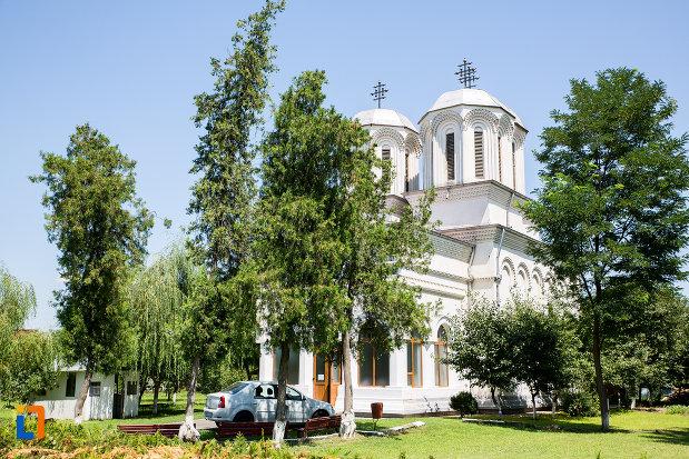 biserica-eroilor-din-oltenita-judetul-calarasi.jpg