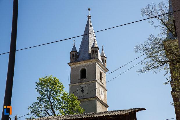 biserica-evanghelica-din-orastie-judetul-hunedoara-poza-cu-turnul.jpg