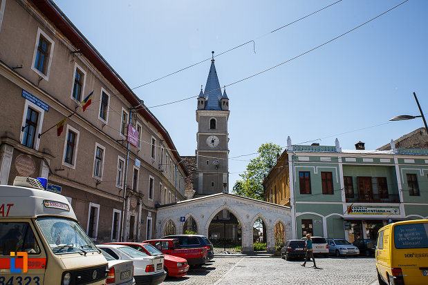 biserica-evanghelica-din-orastie-judetul-hunedoara-vazut-din-departare.jpg