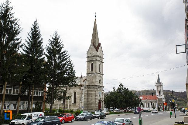 biserica-evanghelica-din-petrosani-judetul-hunedoara-vazuta-din-latreral.jpg