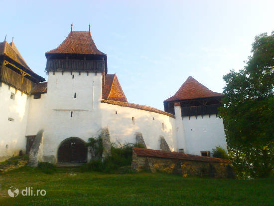 biserica-fortificata-din-viscri.jpg