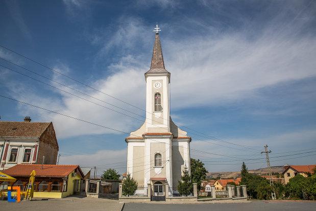 biserica-greco-catolica-buna-vestire-din-miercurea-sibiului-judetul-sibiu-vazuta-din-fata.jpg