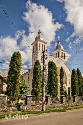 biserica-greco-catolica-din-bixad-judetul-satu-mare-vedere-laterala.jpg