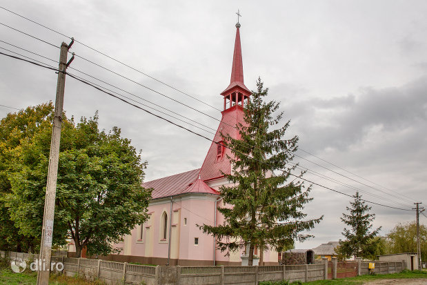 biserica-greco-catolica-din-borlesti-judetul-satu-mare-vedere-de-ansamblu.jpg