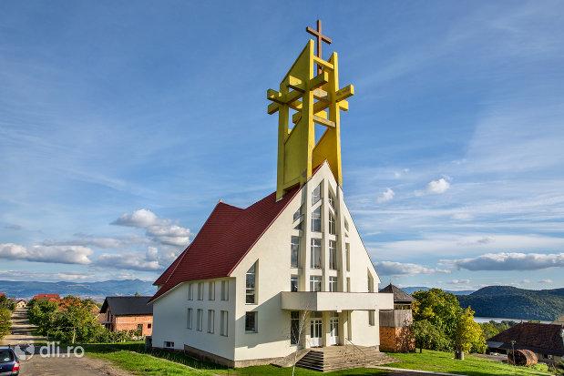 biserica-greco-catolica-din-calinesti-oas-judetul-satu-mare.jpg