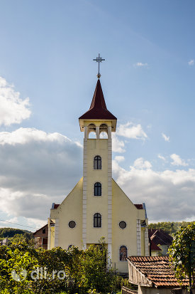 biserica-greco-catolica-din-camarzana-judetul-satu-mare-intrare-si-turn.jpg