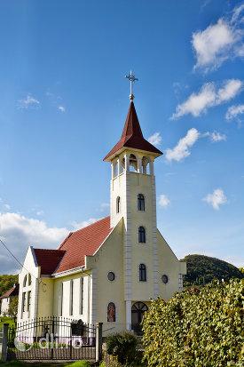 biserica-greco-catolica-din-camarzana-judetul-satu-mare.jpg