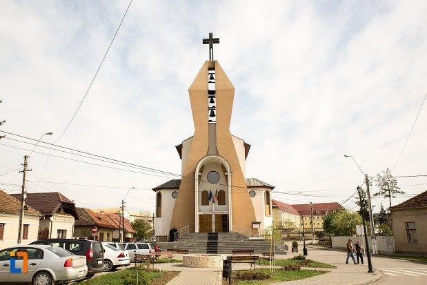 biserica-greco-catolica-inaltarea-sfintei-cruci-din-aiud-judetul-alba.jpg