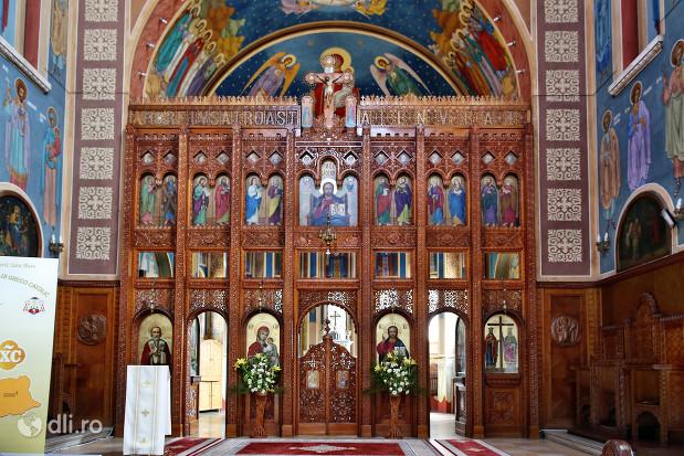 biserica-greco-catolica-sfintii-arhangheli-mihail-si-gavril-altar.jpg