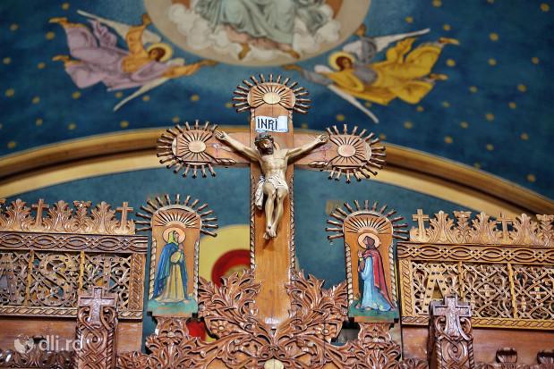 biserica-greco-catolica-sfintii-arhangheli-mihail-si-gavril-detaliu-de-la-altar.jpg