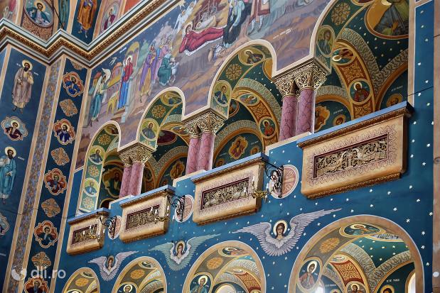 biserica-greco-catolica-sfintii-arhangheli-mihail-si-gavril-partea-de-sus-a-bisericii.jpg