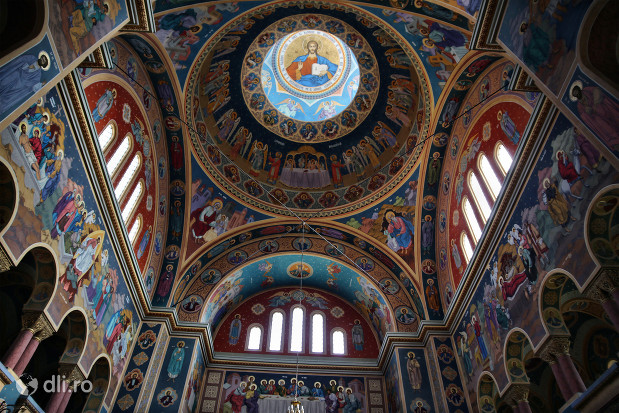 biserica-greco-catolica-sfintii-arhangheli-mihail-si-gavril-tavanul-bisericii.jpg