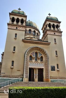 biserica-greco-catolica-sfintii-arhangheli-mihail-si-gavril-vedere-din-fata.jpg