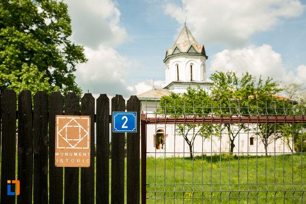biserica-inaltarea-in-biserica-din-suica-judetul-olt-monument-istoric.jpg