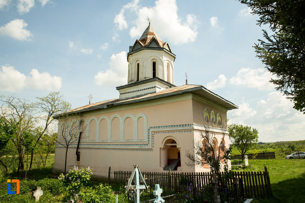 biserica-inaltarea-in-biserica-din-suica-judetul-olt-vazuta-din-lateral.jpg