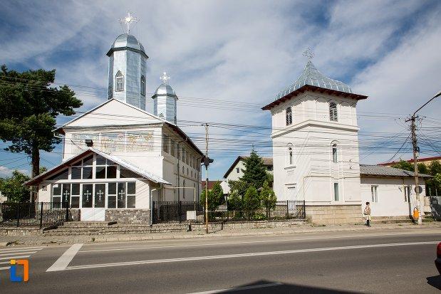 biserica-intrarea-in-biserica-a-maicii-domnului-sf-trei-ierarhi-alba-sau-a-judetului-1632-din-targoviste-judetul-dambovita.jpg
