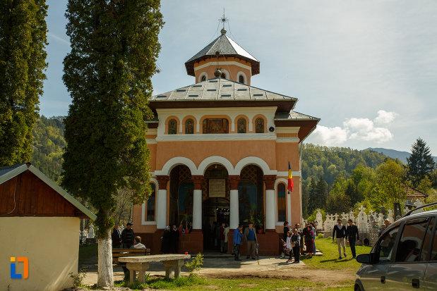 biserica-intrarea-maicii-domnului-in-biserica-din-brezoi-judetul-valcea.jpg