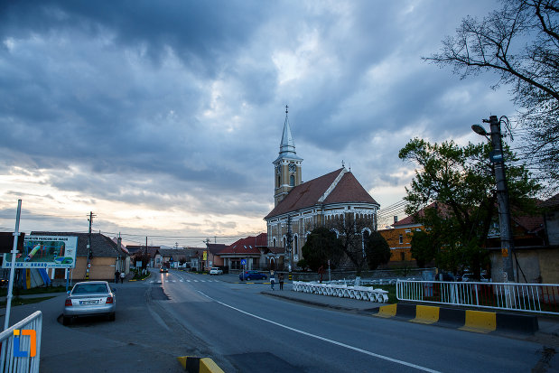 biserica-mare-ortodoxa-din-sebes-judetul-alba-vazuta-din-departare.jpg