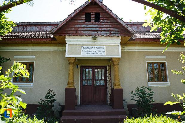 biserica-muzeu-sf-ilie-biserica-noua-din-dragasani-colectia-de-obiecte-bisericesti.jpg