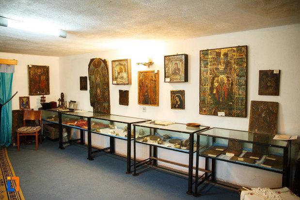 biserica-muzeu-sf-ilie-biserica-noua-din-dragasani-diverse-exponate-bisericesti.jpg