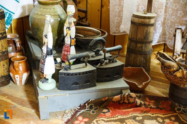 biserica-muzeu-sf-ilie-biserica-noua-din-dragasani-fiere-de-calcat-cu-jar-si-alte-obiecte.jpg