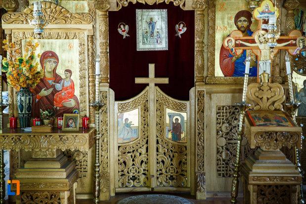 biserica-muzeu-sf-ilie-biserica-noua-din-dragasani-imagine-cu-altar.jpg