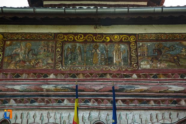 biserica-muzeu-sf-ilie-biserica-noua-din-dragasani-imagine-cu-picturile-murale-exterioare.jpg