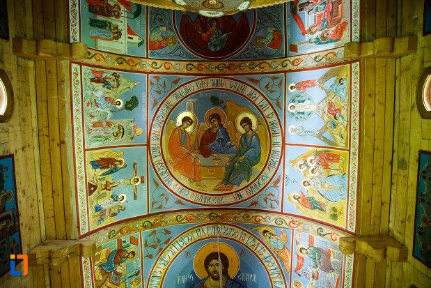 biserica-muzeu-sf-ilie-biserica-noua-din-dragasani-tavan-cu-imagini-biblice.jpg