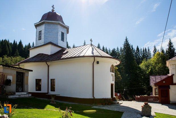 biserica-nasterea-maicii-domnului-1835-din-predeal-judetul-brasov.jpg